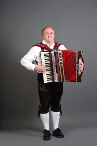 Günther in Lederhosen mit Akkordeon
